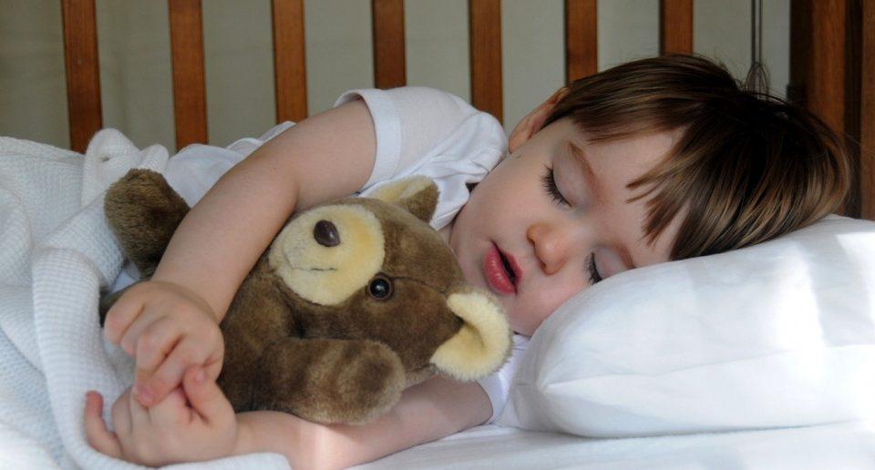 انتخاب تخت و تشک مناسب برای کودک و نوزاد