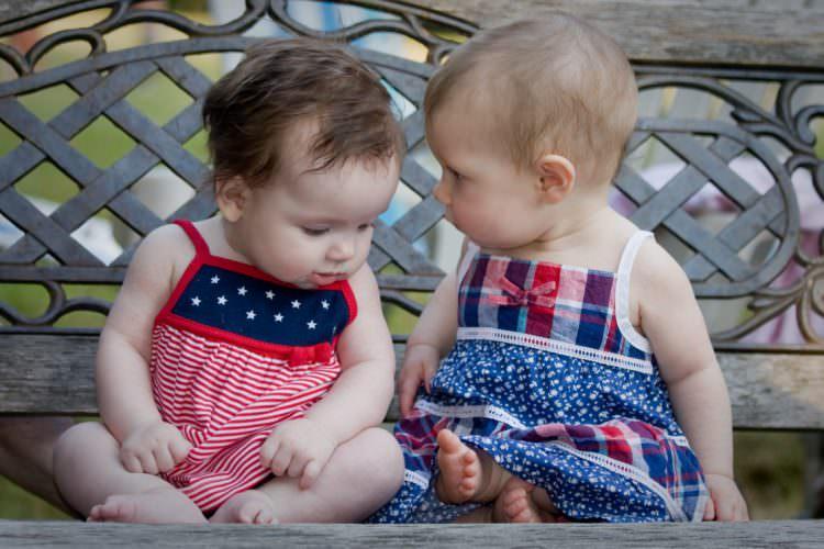 حرف زدن کودک کی و چگونه شروع میشود-تا یک سالگی
