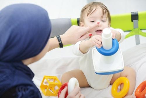 رشد مهارت های دستی نوزاد تا یک سالگی