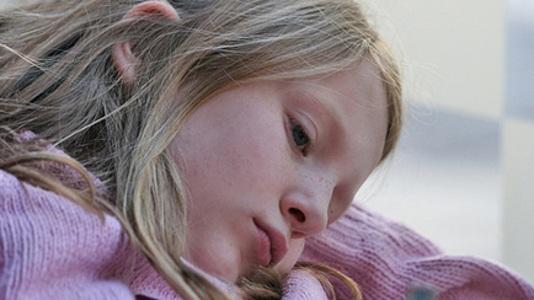 چگونه به کودک آسیب پذیر خود کمک کنید